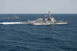 """Phản ứng quốc tế với việc tàu Mỹ tiến sát """"đảo nhân tạo"""" Trung Quốc"""