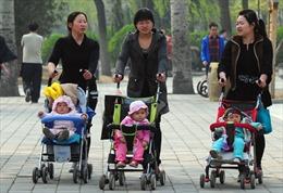Trung Quốc dừng chính sách một con:  Quyết sách muộn màng?