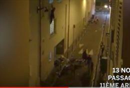 Con tin Pháp hoảng loạn chạy khỏi nhà hát Bataclan