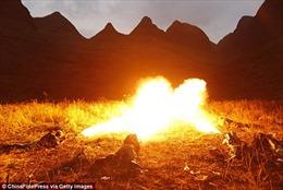 Trung Quốc sử dụng súng phun lửa tiêu diệt khủng bố