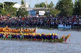 Tưng bừng Lễ hội đua ghe Ngo Sóc Trăng