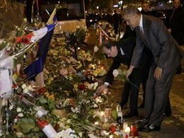 Đặt chân đến Paris, ông Obama đến thẳng nhà hát Bataclan