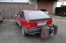 Khủng hoảng giá xăng, dân Ukraine chế ô tô chạy bằng củi