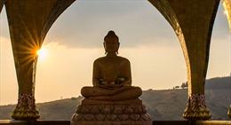 Trục vớt tượng Phật cổ từ sông Mekong