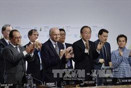 COP21 thông qua thỏa thuận chống biến đổi khí hậu