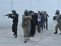 Đặc công Việt Nam diễn tập chống khủng bố, giải cứu con tin