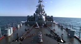 Ký giả quốc tế thăm soái hạm Nga ở Syria