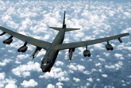 Máy bay ném bom Mỹ bay sát đảo nhân tạo Trung Quốc xây trái phép