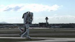 Máy bay biến hình khi hạ cánh