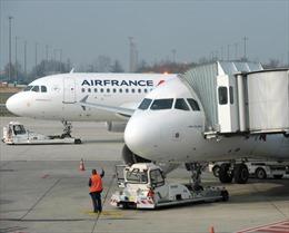 Máy bay Air France hạ cánh khẩn vì bom trong toilet