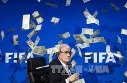 Sepp Blatter và Michel Platini bị cấm hoạt động bóng đá 8 năm