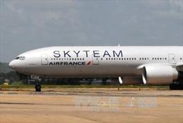 Pháp bắt 2 nghi can đặt bom giả máy bay Air France