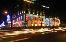 Người dân Sài Gòn tận hưởng không khí Giáng sinh sớm