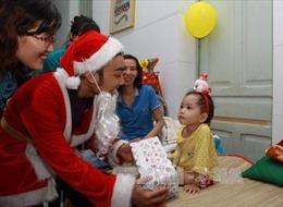 """Dịch vụ """"ông già Noel"""" hút khách tại Nghệ An"""