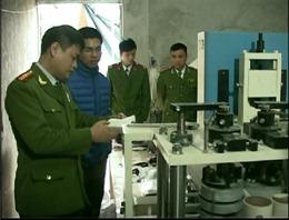 Phát hiện cơ sở sản xuất giấy ăn giả nhãn hiệu Vietnam Airlines