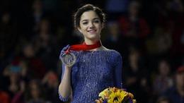Ngôi sao trượt băng Nga đoạt ba kỷ lục thế giới