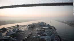 """Tàu sân bay Mỹ """"chạm trán"""" tên lửa Iran"""