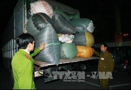 Đột kích 2 kho hàng thu giữ gần 70 tấn hàng nghi buôn lậu