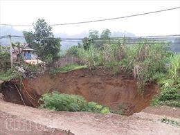 Bắc Kạn xuất hiện hố sụt lún sát tỉnh lộ 254