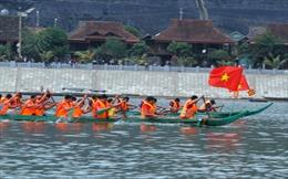 Lễ hội đua thuyền đuôi én Mường Lay