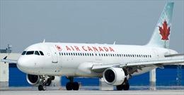 """Máy bay chở khách của Canada hạ cánh khẩn vì """"mùi lạ"""""""