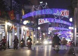 Thủ đô Hà Nội rộn ràng trên từng tuyến phố