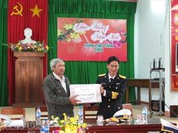 Chuyển quà Tết tới huyện đảo Lý Sơn