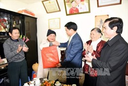 Hà Nội tặng quà Tết 1,5 triệu đồng cho các cụ tròn 100 tuổi