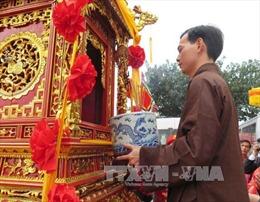 Rước kiệu Ngọc Lộ tại Lễ hội Khai ấn đền Trần Nam Định