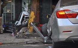 Ô tô mất lái, 4 người trong một gia đình thương vong