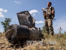 Ukraine điều xe tăng, xe bọc thép áp sát Donbass