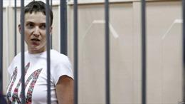 Nữ phi công Ukraine ngừng tuyệt thực