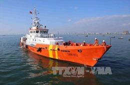 Đưa thuyền viên bị đa chấn thương vào đất liền cứu chữa