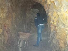 Bí thư huyện uỷ phải giải trình việc đào hầm xuyên núi