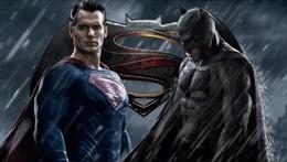 """Bắc Mỹ chìm trong """"trận chiến nảy lửa"""" giữa hai siêu anh hùng"""