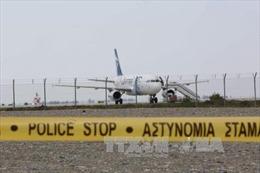 Đối tượng bắt cóc máy bay Ai Cập đầu hàng