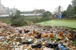 Quốc lộ thành nơi... chứa rác