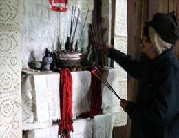Tín ngưỡng thờ cúng tổ tiên của người Mông