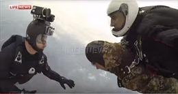 Cựu binh Nga 91 tuổi nhảy dù mừng Ngày Chiến thắng