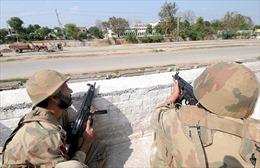 Pakistan điều 150 binh sĩ giải cứu nhóm cảnh sát bị bắt làm con tin