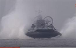 Choáng ngợp cuộc xung kích của tàu đệm khí khổng lồ