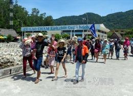Hơn 1000 du khách mắc kẹt ở Cù lao Chàm về đất liền an toàn