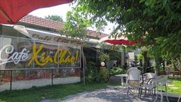 Viện KSND trao quyết định đình chỉ vụ án cho chủ quán cà phê