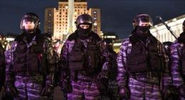 Cảnh sát Kiev bị đuổi việc vì dùng dầu thơm in cờ Nga