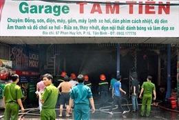 Dập tắt vụ cháy lớn gara ô tô ở TP.HCM