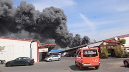 Kho hàng trong TTTM Đồng Xuân Berlin cháy dữ dội