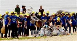 """Hơn 1.000 đoàn viên Quảng Binh tham gia """"làm sạch biển"""""""