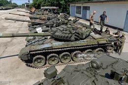 """16 chiếc xe tăng """"bốc hơi"""" khỏi kho vũ khí quân đội Ukraine"""