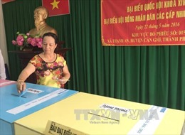 Cử tri TP HCM hân hoan tham gia ngày hội bầu cử