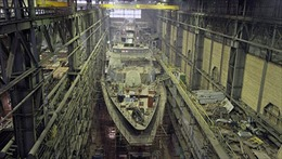 """Chiến hạm """"Gremyashy"""" bơi bằng động cơ Nga"""